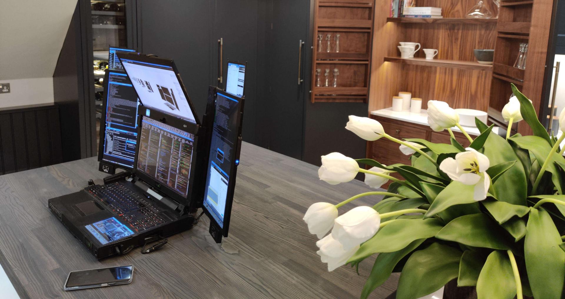 Aurora 7 – инновационный ноутбук с семью экранами