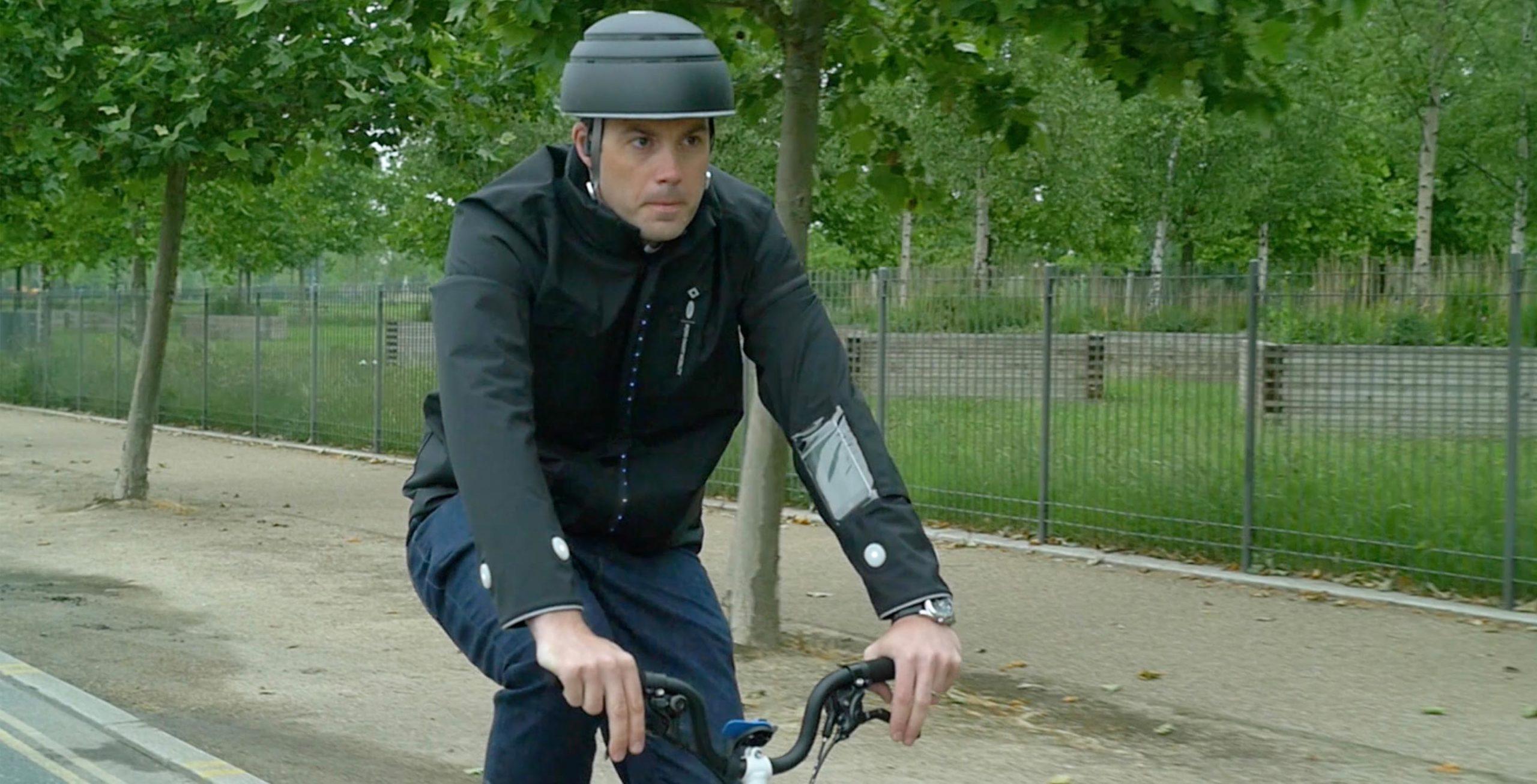 Ford создал для велосипедистов куртку с экраном