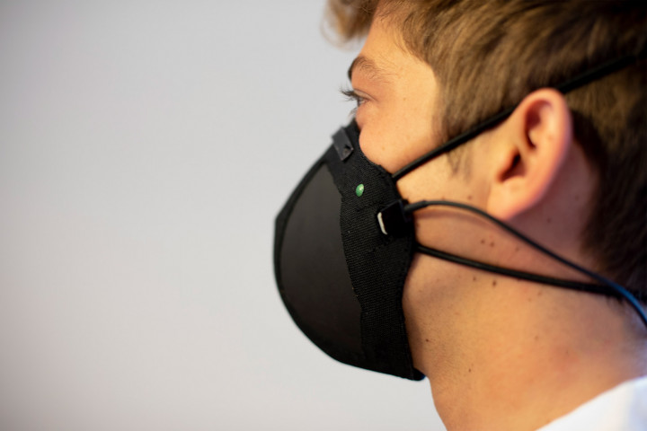 Графеновые маски противостоят коронавирусу посредством электричества