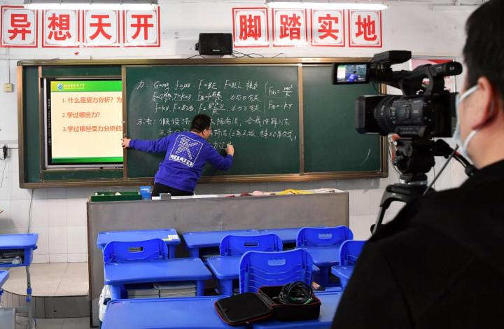 Попытка продлить каникулы: предприимчивые китайские ученики обрушили DingTalk