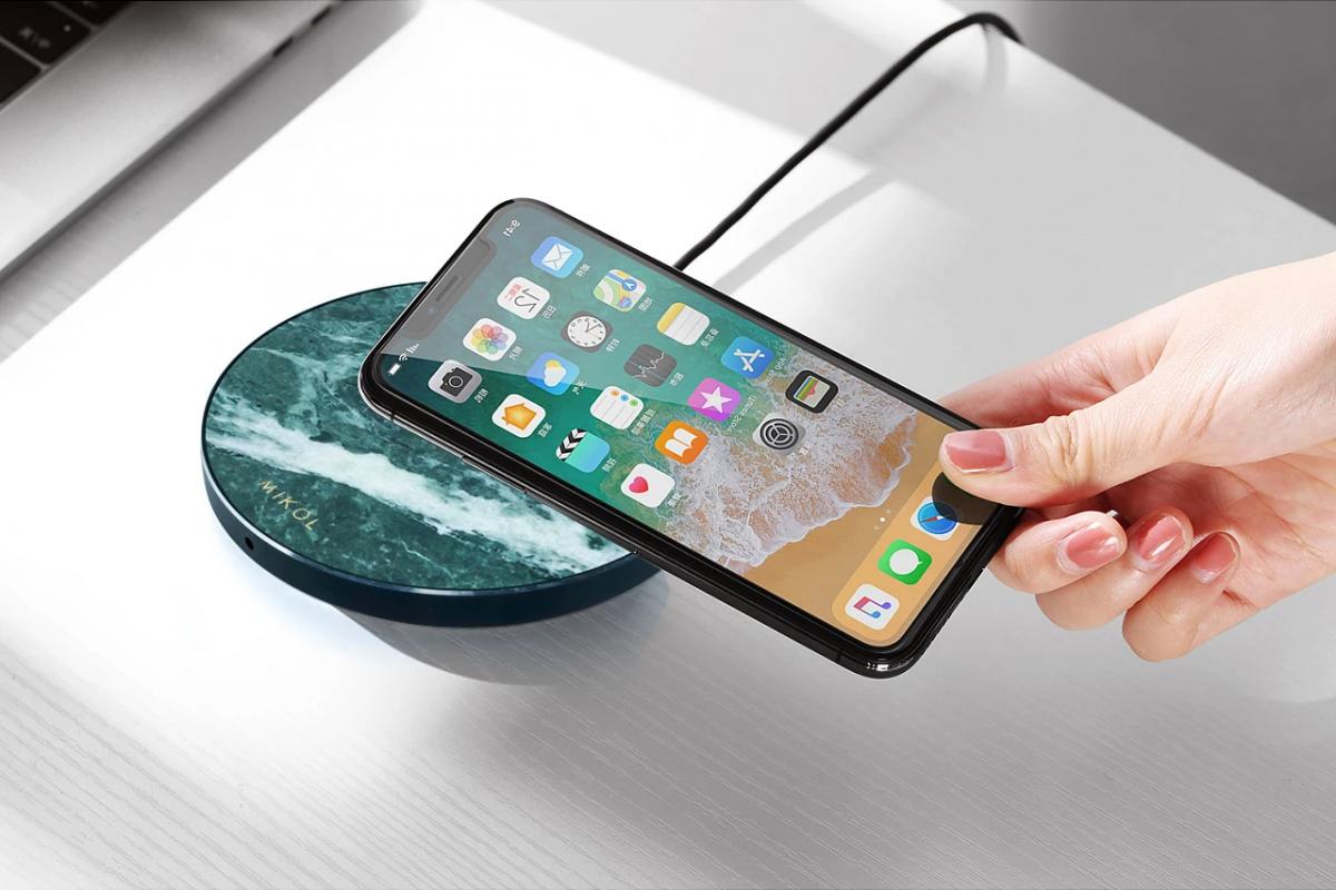 Смартфоны 2021 года будут заряжаться без проводов